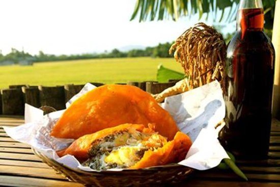 Santa Cruz, Φιλιππίνες: Ilocos Empanada, a popular favorite all-day snack of Ilocanos made available in Laguna.