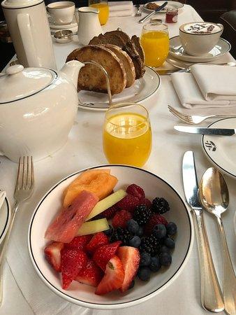 Hotel 41: Fantastic fruit at breakfast