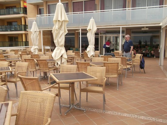 Catalonia Majorica Hotel: Terrace outside the bar, great views of harbour