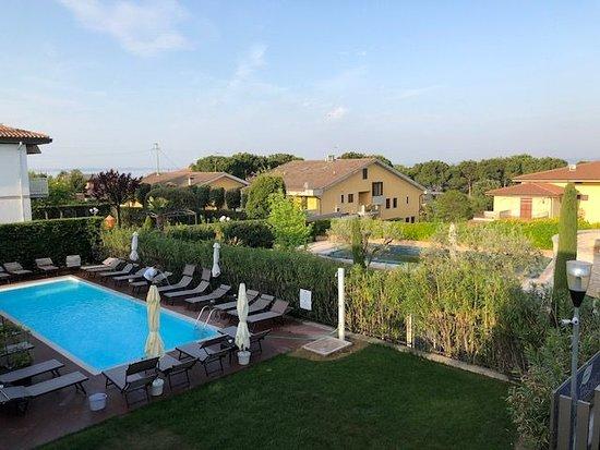 Hotel Gardenia & Villa Charme: Zimmerausblick imt Blick auf den Pool
