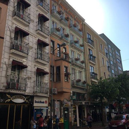 Hotel Antik Ipek: Вид на отель с улицы