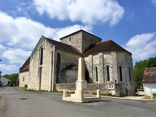Abbaye Augustine de Fontaine le Comte