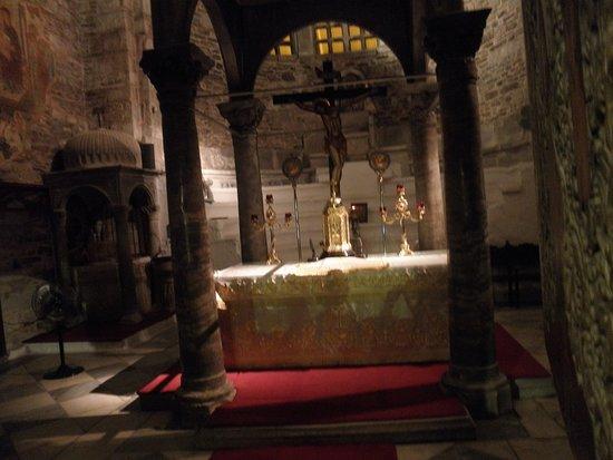 Panagia Ekatondapiliani: Το Ιερό