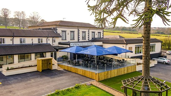 Pentre Halkyn, UK: New outdoor dining terrace