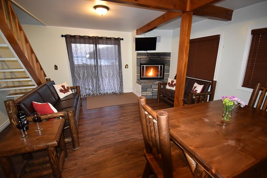 Milford, Canadá: 3-bedroom Living and Dining area