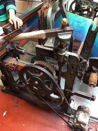 Tuamgraney, Ireland: Old commercial loom still in production!