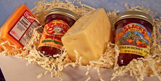 Lodi, WI: A Wisconsin cheese pairing with our delicious jams makes a perfect gift!