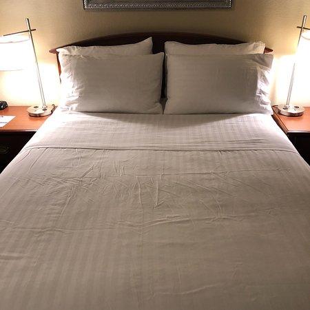 Holiday Inn Express - West Sacramento: Queen Room