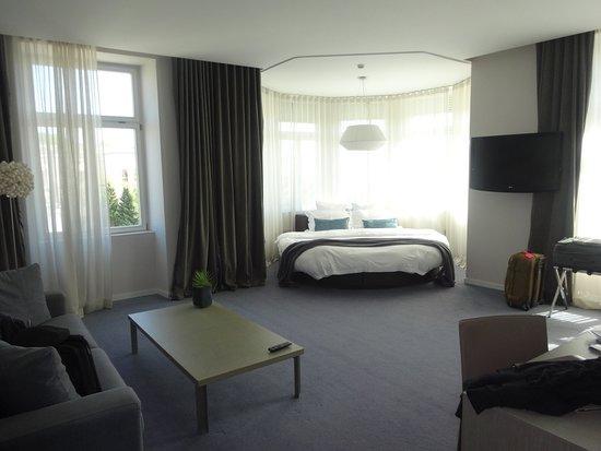 Hotel Cubo: Junior Suite (Room 303)