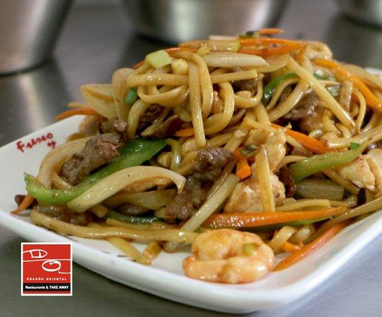 Tallarines fritos 3 delicias con ternera 🐮 gambas 🍤 y verduritas.