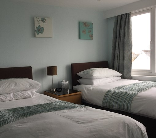Honeypot Guest House & Tearoom: Seaview Room
