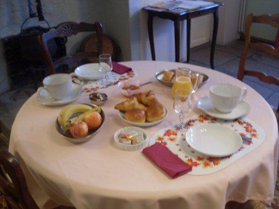 Bourganeuf, Francja: petit déjeuner