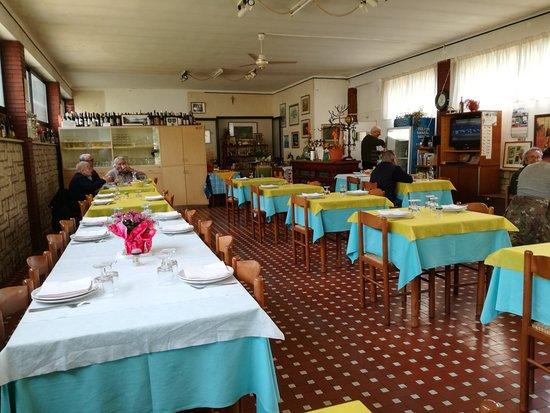 Sefro, Italia: interno del locale