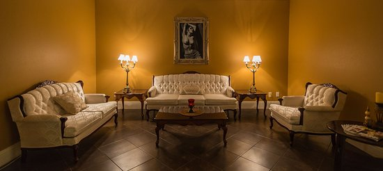 Land O Lakes, FL: Spa Sereno waiting area, relax before your massage