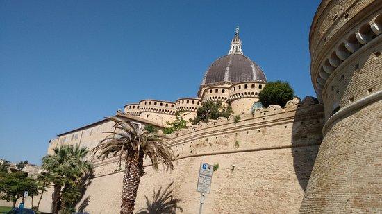 Cum Duco Visite Guidate di Stefano D'Amico : Le mura esterne del Santuario della Santa Casa.di Loreto