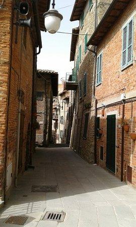Rocca di Passignano: 20180416_153513_large.jpg