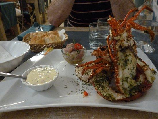 Capesterre, Guadeloupe: 3 demis langoustes, tartare de saumon et filet de daurade plus les accompagnements pour 28 euros