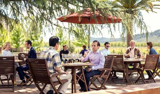 Rutherford, Kalifornien: Sit back and relax with a seated tasting on our deck.