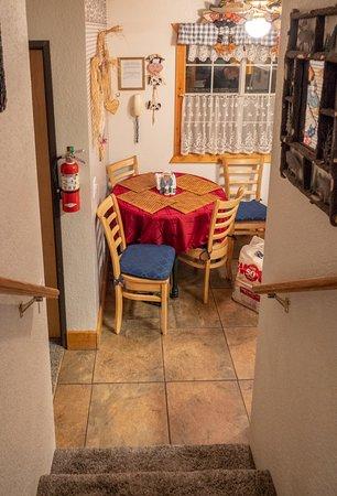 Cozy Bear Cottages: kitchen