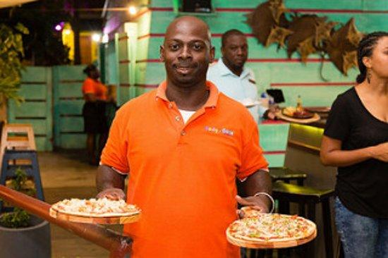 Dodgy Dock Restaurant and Lounge Bar: Fantastic Floyd Serving Pizza