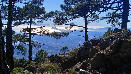 Estepona, Spanien: Vistas de Gibraltar y África desde Sierra Bermeja.