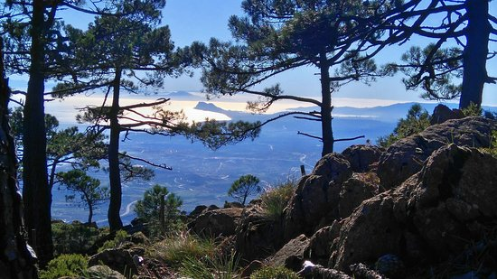 Estepona, Spania: Vistas de Gibraltar y África desde Sierra Bermeja.