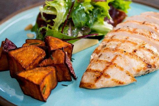 Via Sete Arpoador : Combinado de frango com batata doce rustica e salada