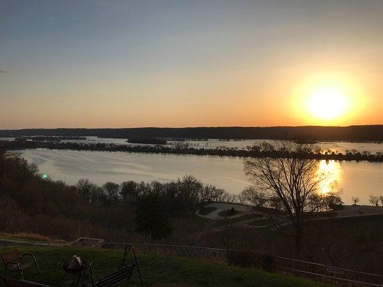 Guttenberg, IA: Sunrise over the Mississippi