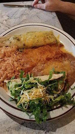 Grass Valley, CA: The Camerones Rancheros were outstanding and the jalapeno tamales was fabulous in the Combinatio