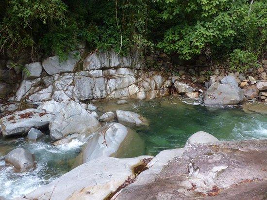 Национальный парк Чиррипо, Коста-Рика: Kolke im Bergbach