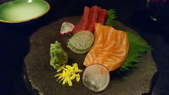 Mikuni: Salmon and Tuna Sashimi