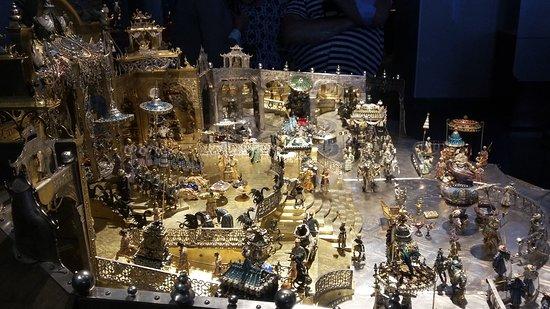 Grünes Gewölbe: indische Palastszene (Gold und Edelsteine)