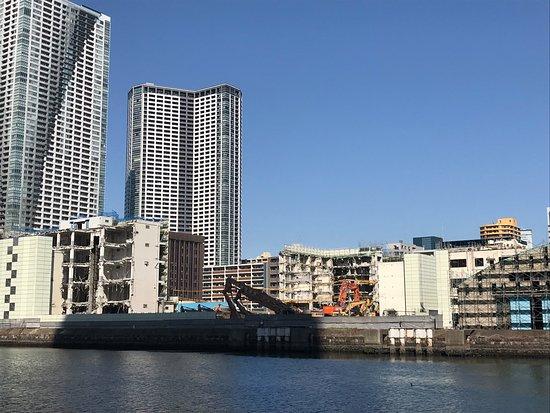 Harumi, Japón: 朝潮運河の対岸を眺める...