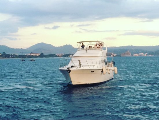 Subic Bay Freeport Zone, Philippines: La Banca Cruises offers day and night cruises