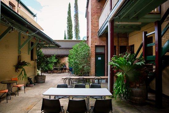 Dungog, Australia: Courtyard Dining