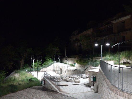 Conza della Campania, Itália: notturno