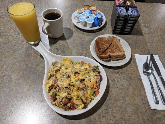 Grandville, Μίσιγκαν: Breakfast Skillet with Wheat Toast