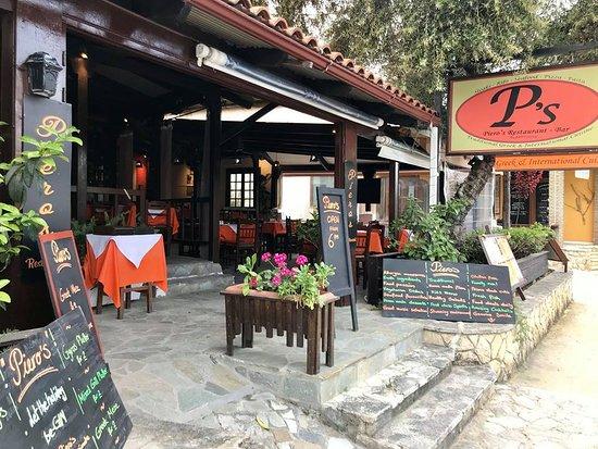 Pieros Restaurant - Bar: Entry