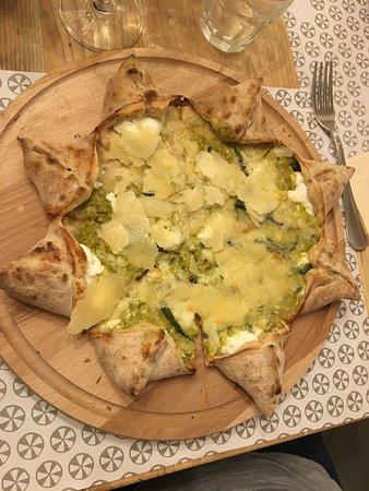 Ristorante Pizzeria La Ventola: Pizza spettacolare......