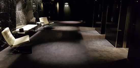 ME London Hotel: Lift