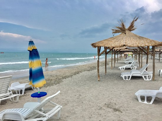 Sunset Resort: Beach is clean and comfortable also without shoes/flip flops