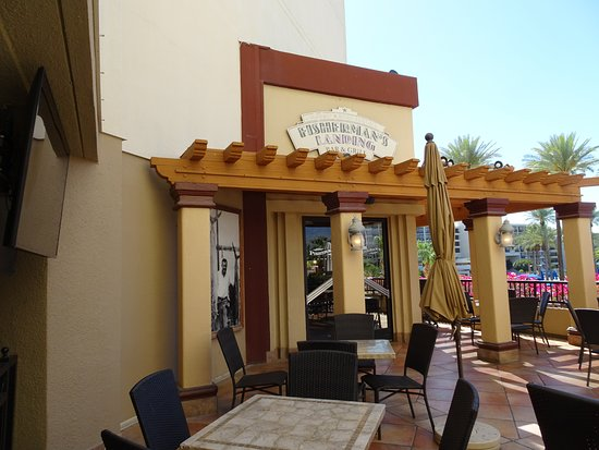 Fisherman's Market & Grill: Outdoor seating as well as indoor options