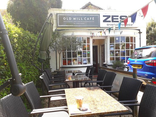 Old Mill Cafe: Lovely place in the sun