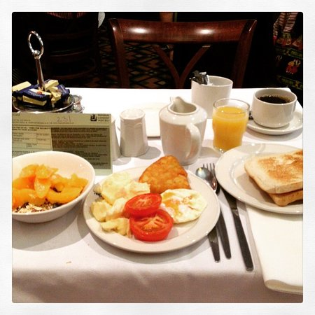 Tavistock Hotel: English breakfast