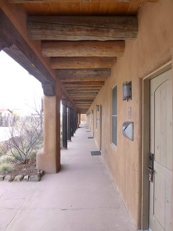 Ojo Caliente Mineral Springs Resort and Spa: Hallway to suites