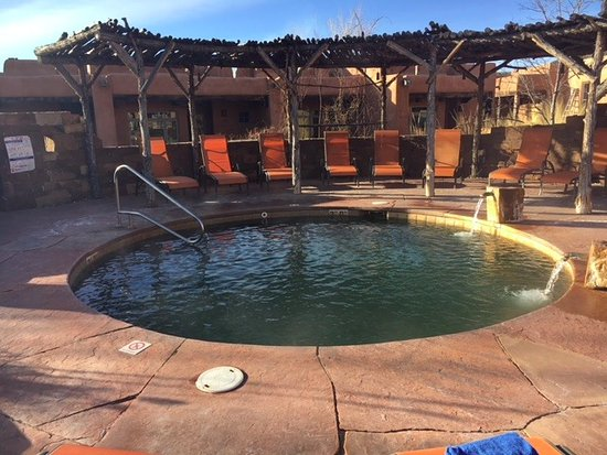 Ojo Caliente Mineral Springs Resort and Spa: Kiva pool - sshhh - don't tell anyone!