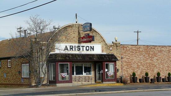 Litchfield, إلينوي: The Ariston
