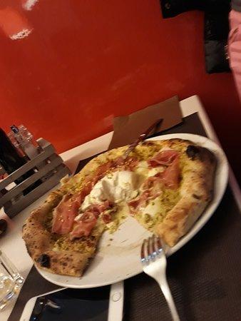ottima pizza ( già intaccata)