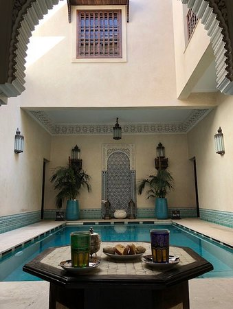 Riad Kniza: Outside the Hammam the pool area and mint tea of course!