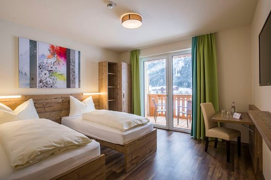Standard Zimmer Mit Twin Betten Picture Of Cooee Alpin Hotel